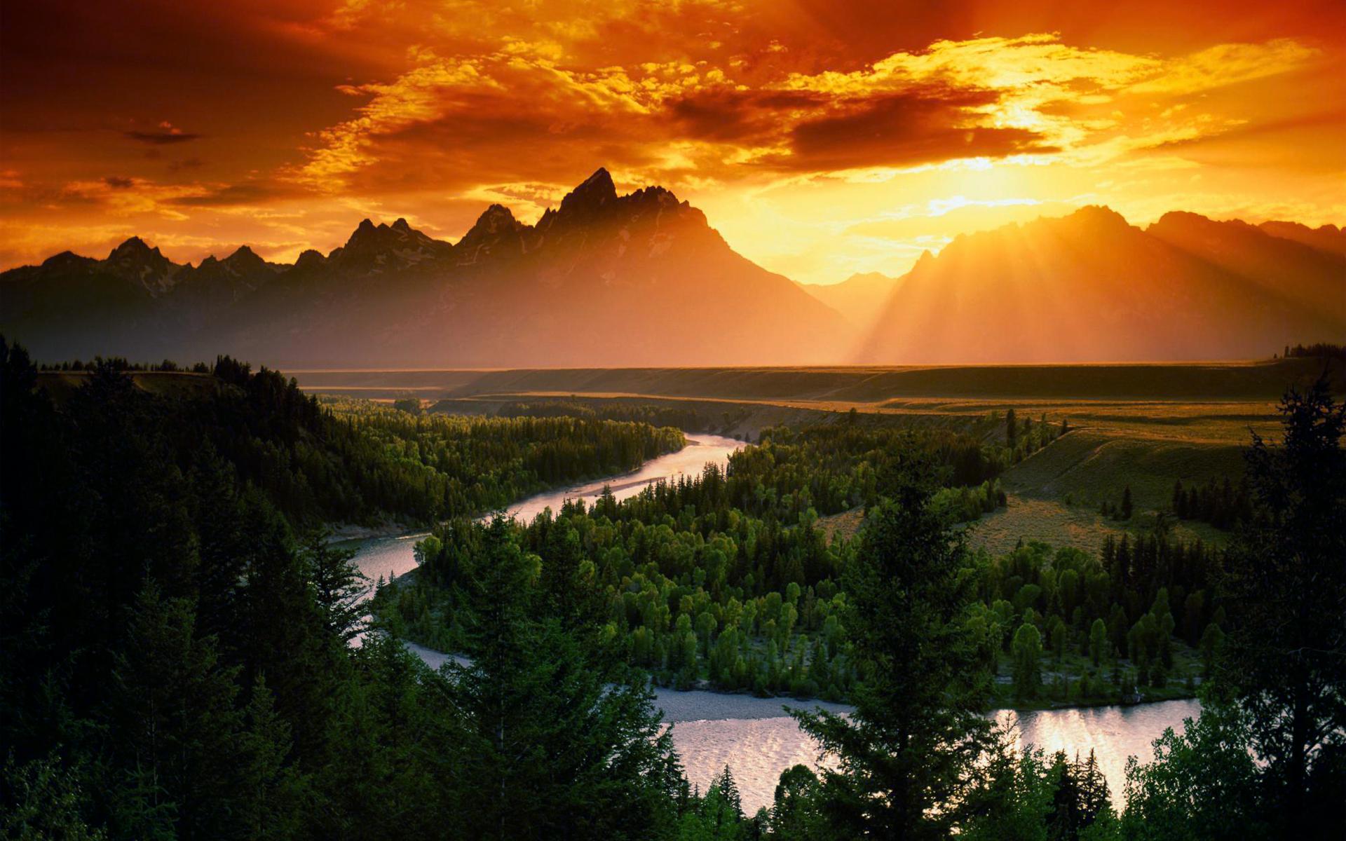 http://cdn.oboi7.com/0659e144460b5e09f0ef64ce4035330d04413881/zakat-gory-oblaka-pejzazhi-solnce-lesa-reki-nebo.jpg