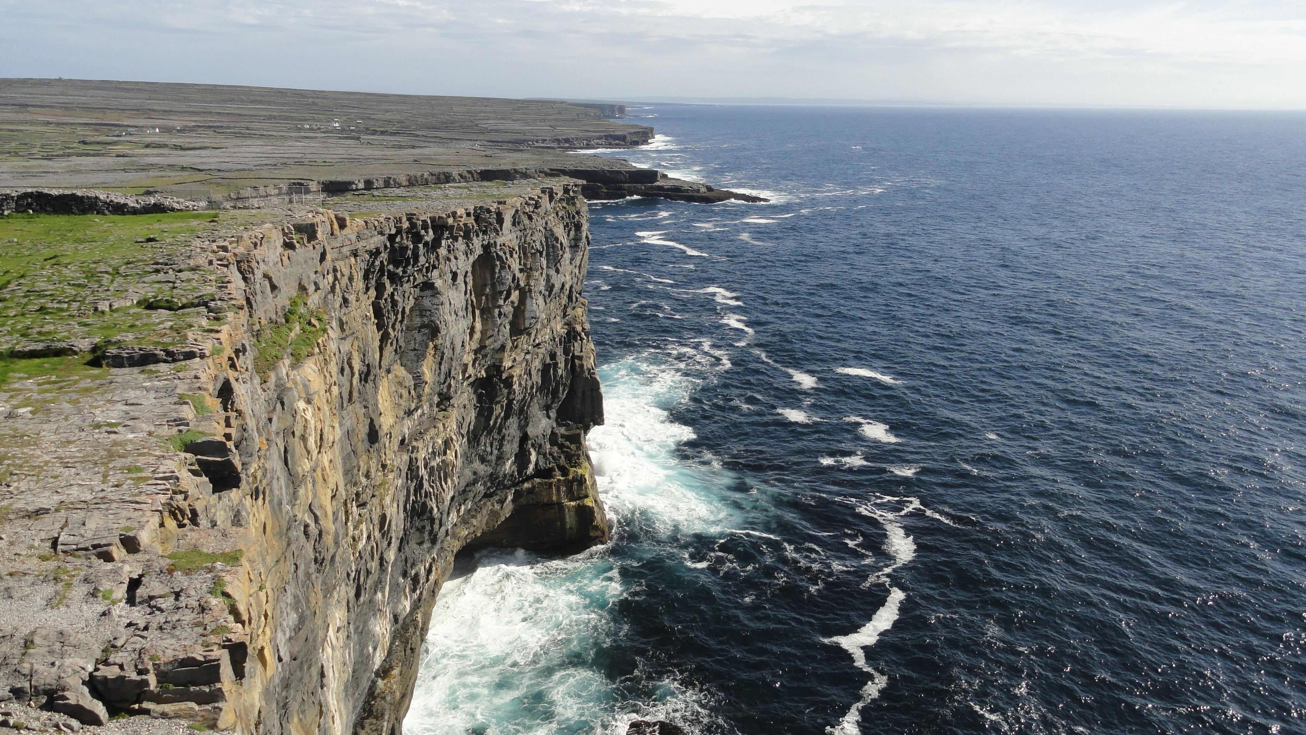 http://cdn.oboi7.com/29deffc5a2a1dbf2e04e1653706958f4fbc37ecc/pejzazhi-skaly-irlandiya.jpg