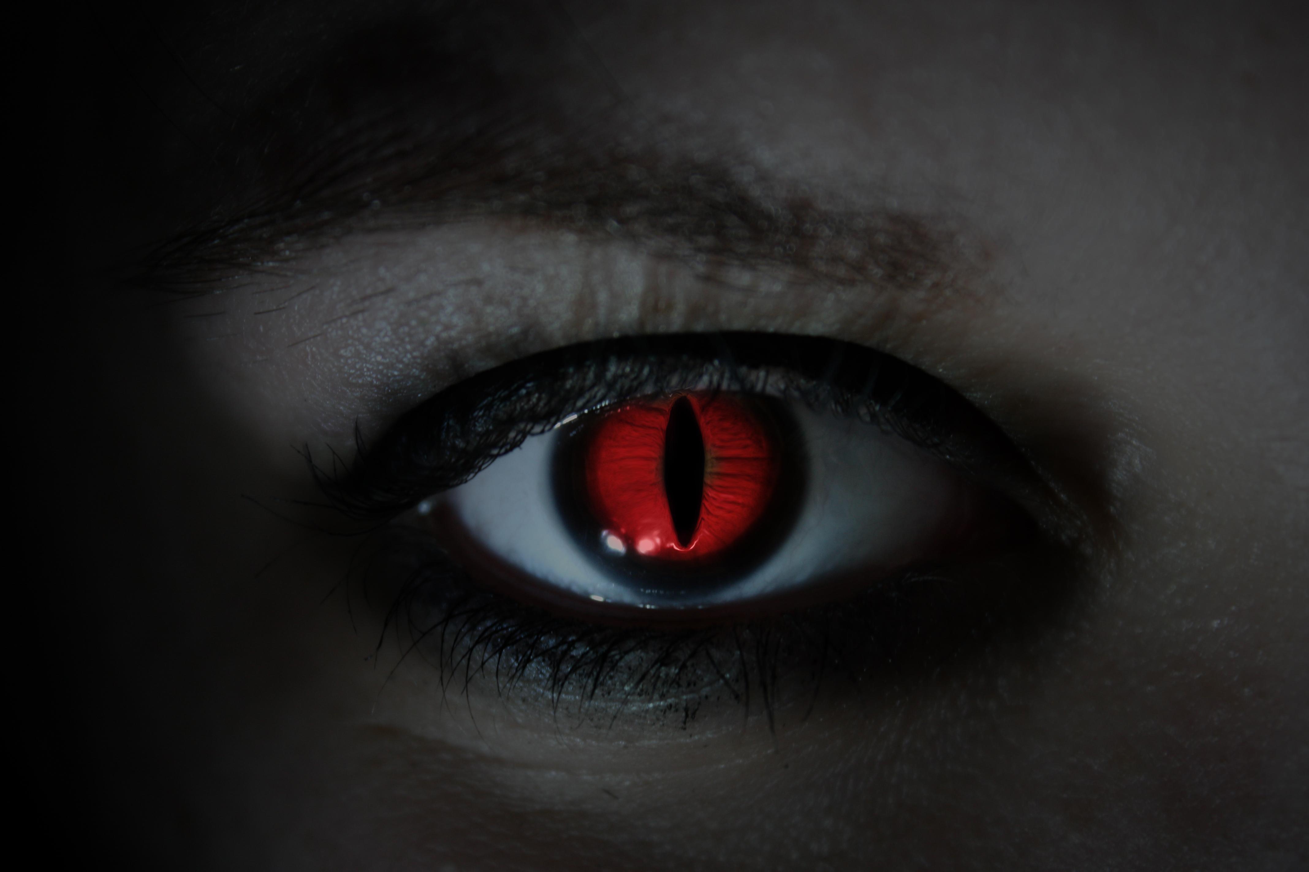 Как сделать взгляд демона