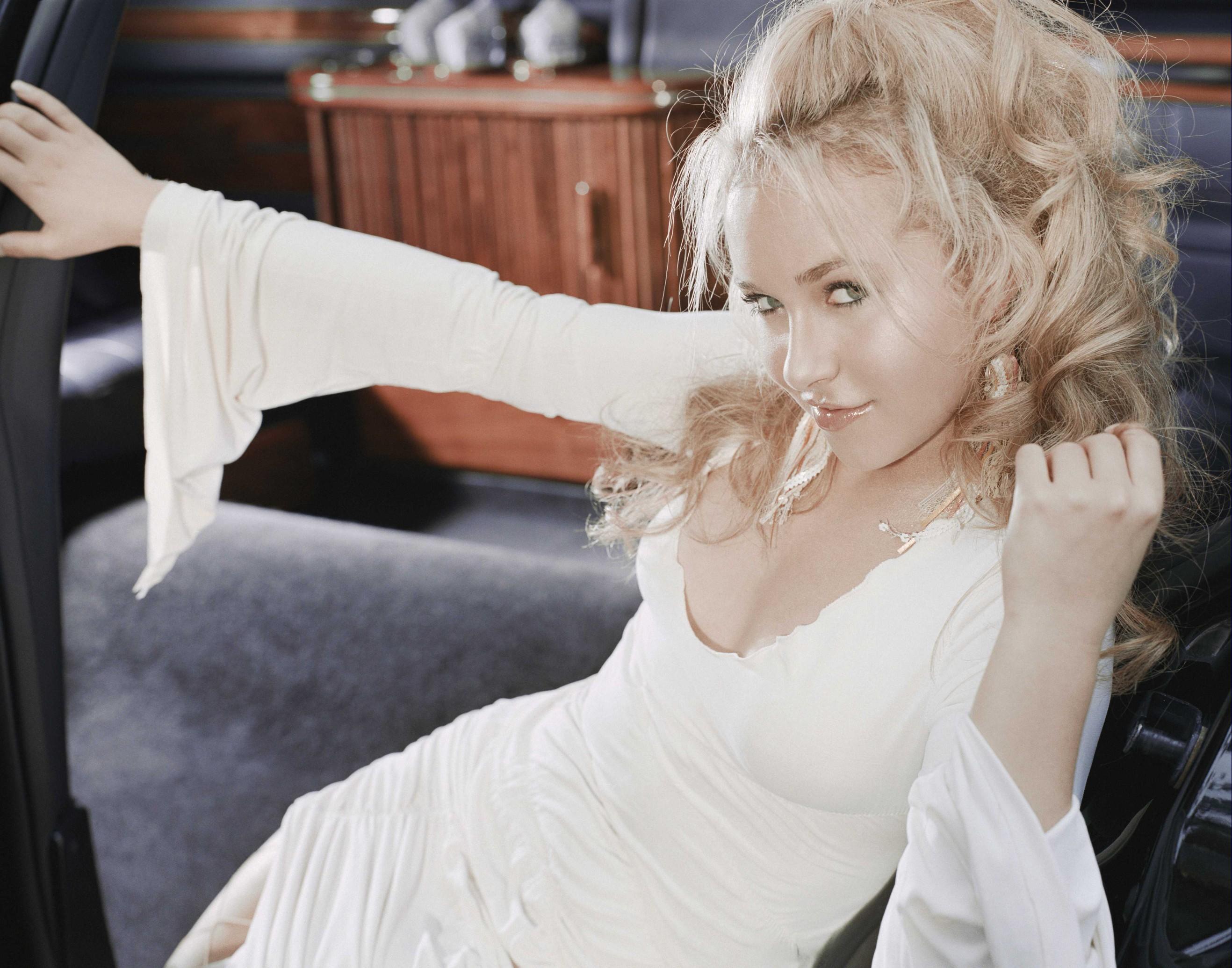 Фото блондинок в белом платье 13 фотография