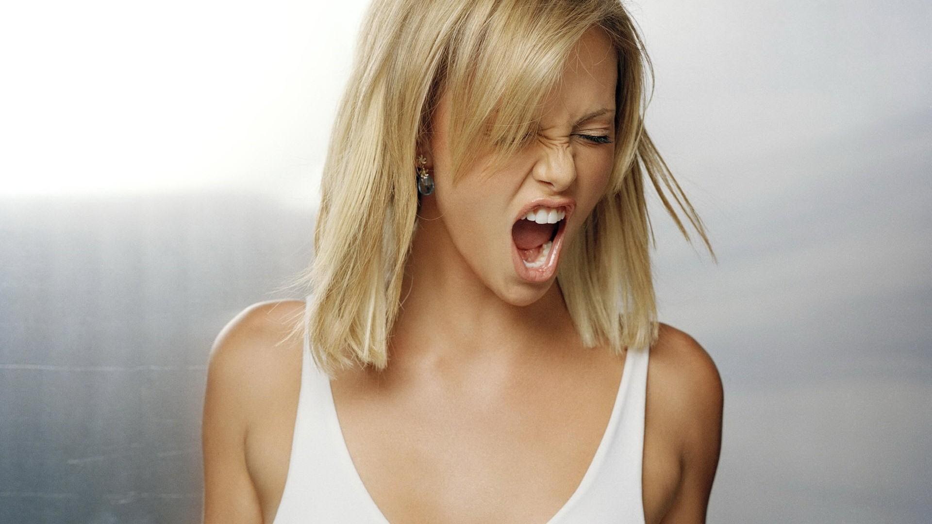 Фото кричащей девушки 9 фотография