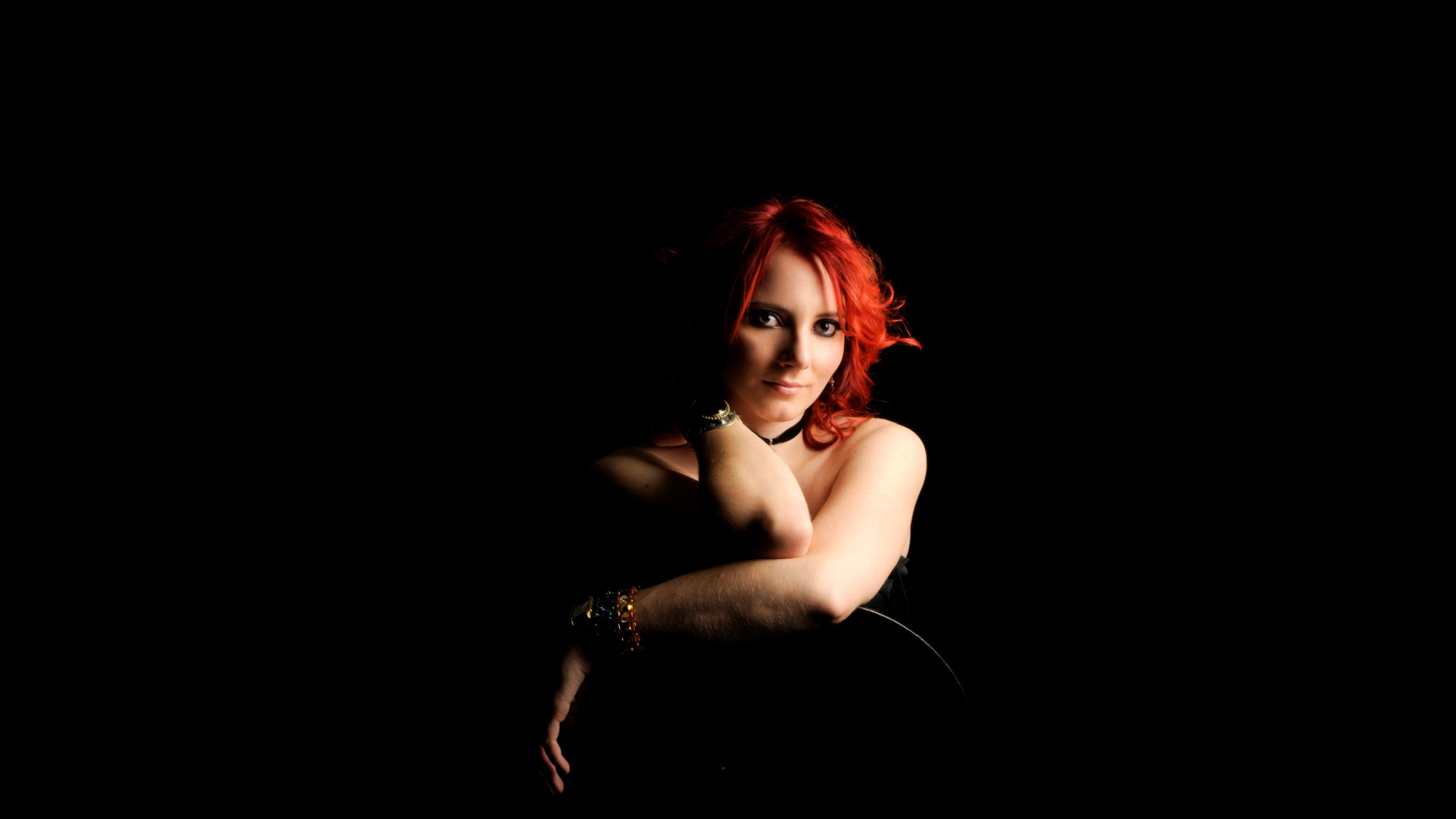 Фото рыжих девушек в темноте