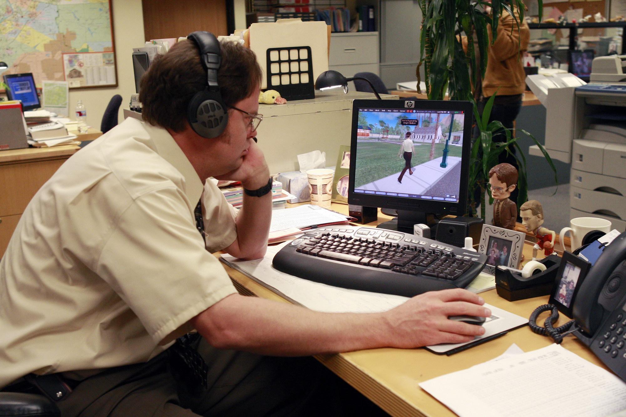муж играет в компьютерные документы, Бухгалтерская справка