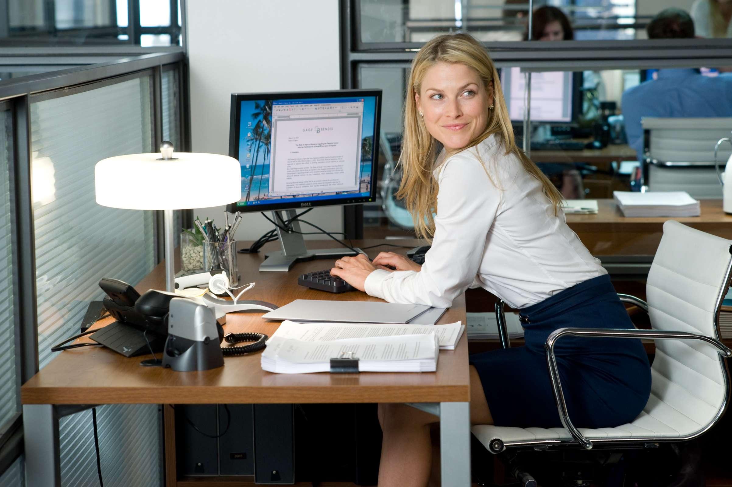 Секретарша на работе