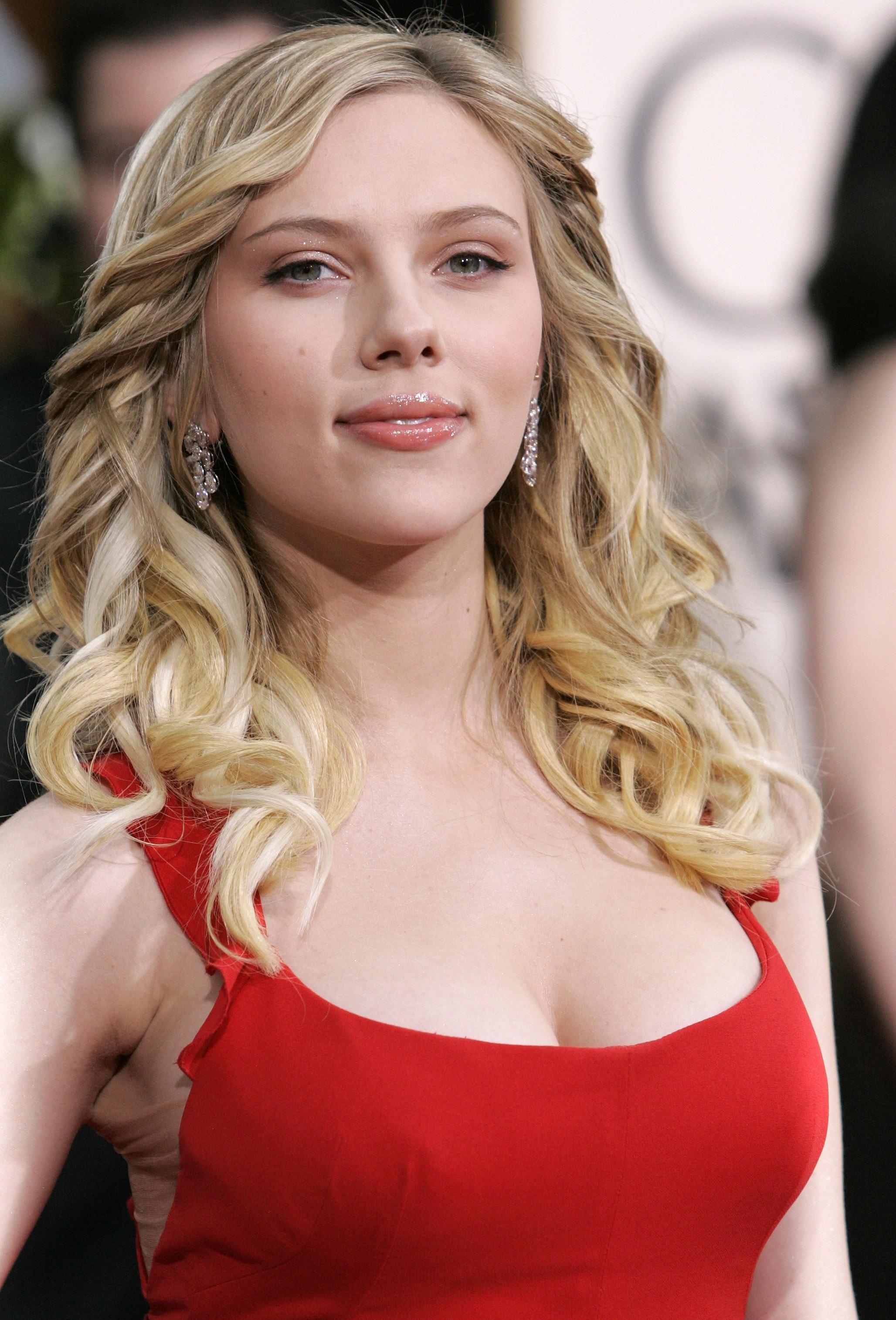 Scarlett johansson red dress wallpaper