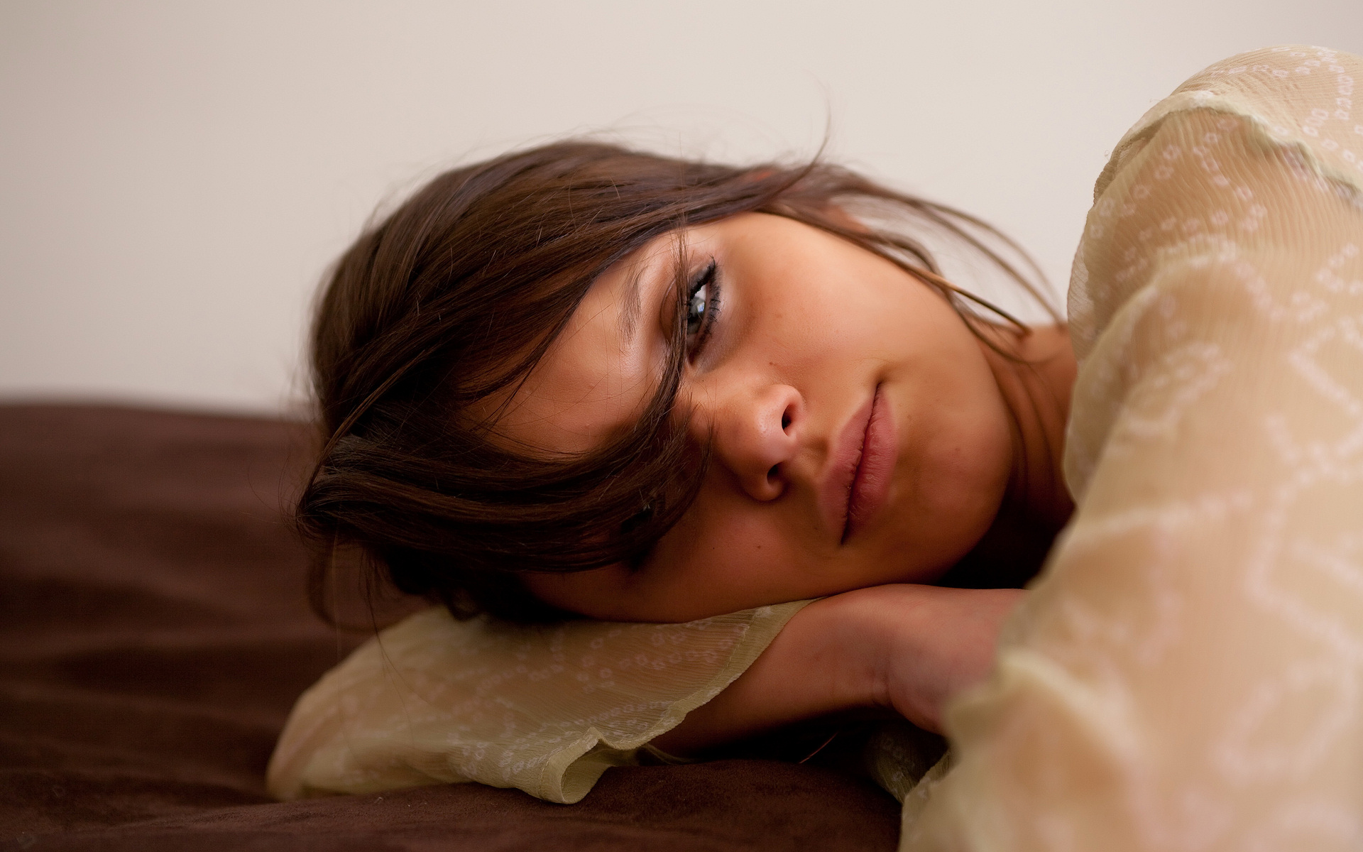 Фото девушек брюнеток без лица в домашних условиях