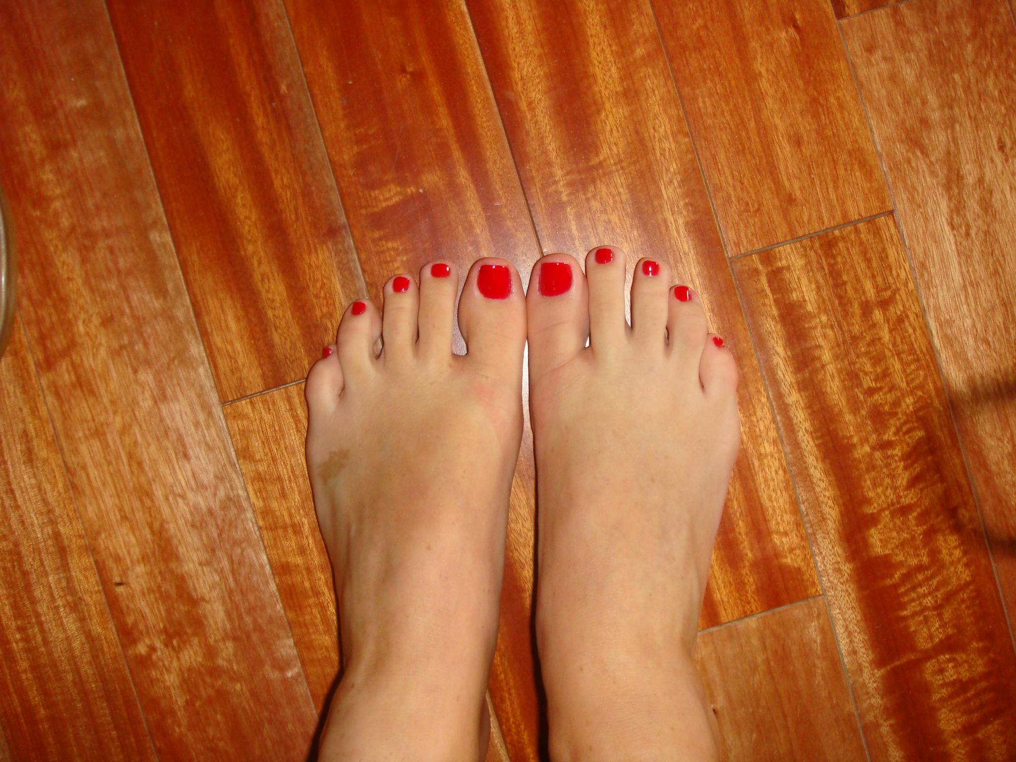 Розовые ноготки на ножках футфетишь 3 фотография