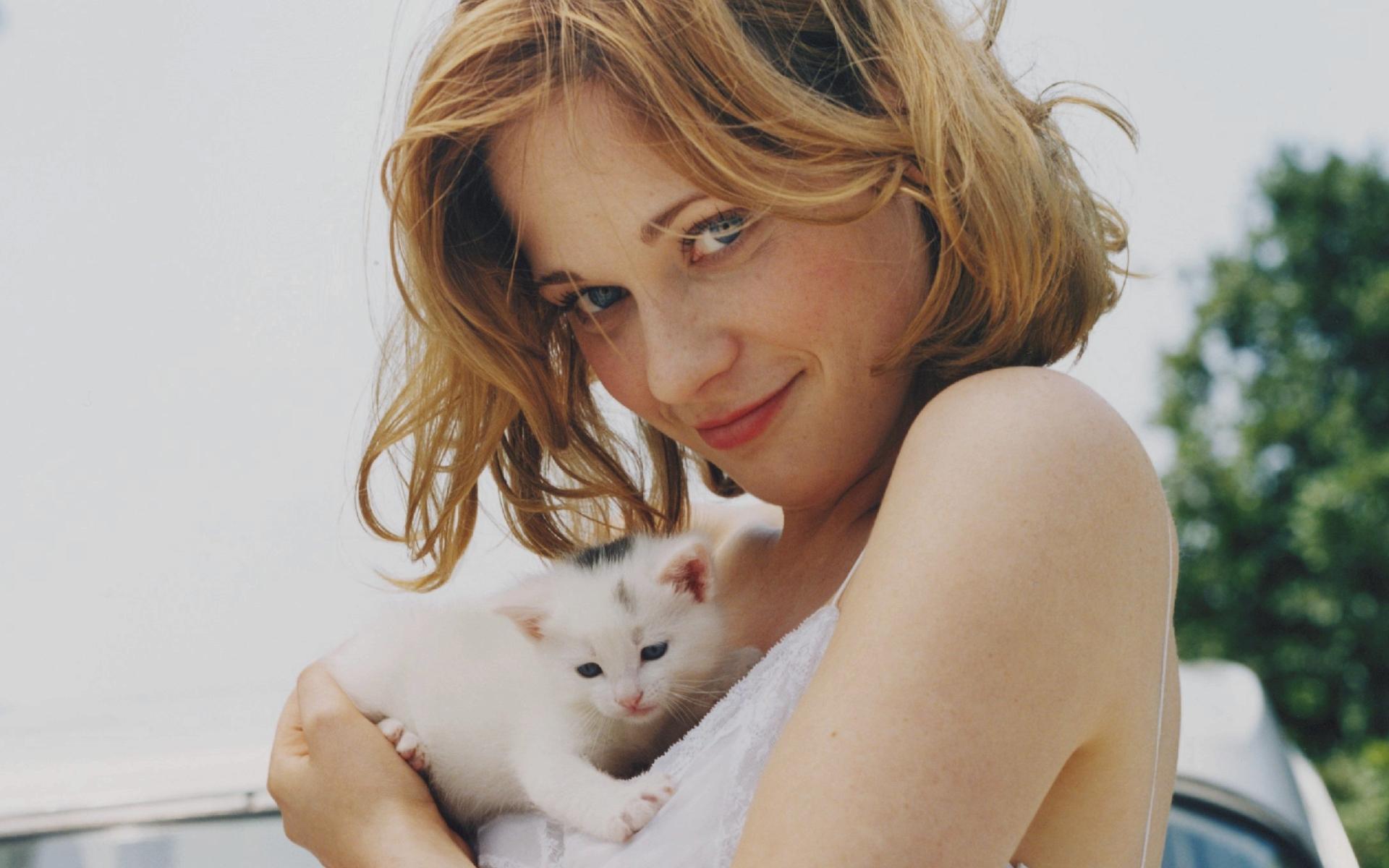 Фото маленьких девушек с котами