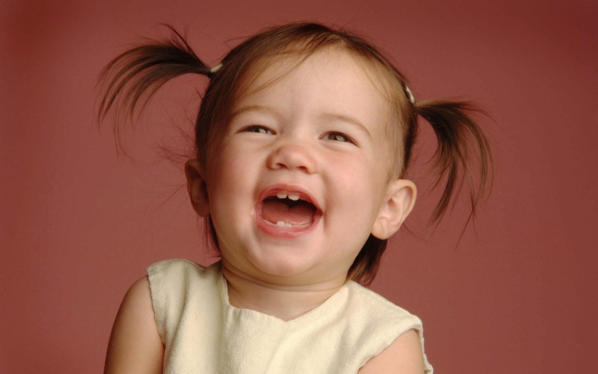 Как рассмешить ребенка для фото