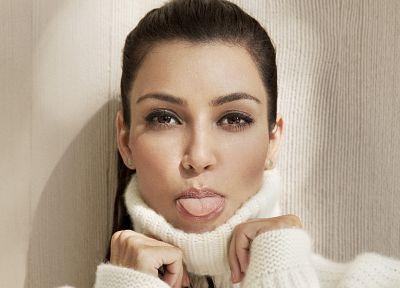 брюнетки, девушки, Ким Кардашян, язык, лица - схожие обои пользу кого рабочего стола