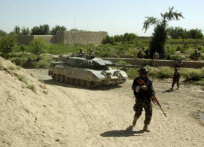 солдаты, пистолеты, армия, танки - обои на рабочий стол