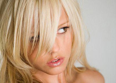 блондинки, девушки, губы, рот, думать, карие глаза, Lindsay Marie, лица - не отличить обои на рабочего стола
