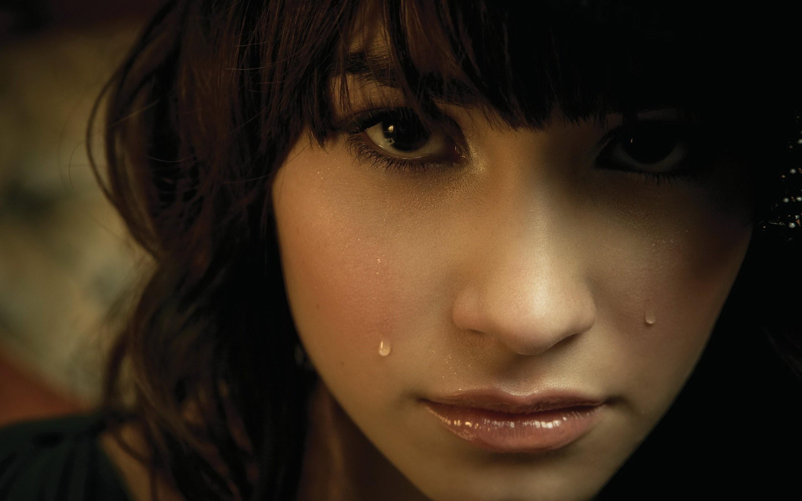 Картинки девушка плачет слезы, поздравления