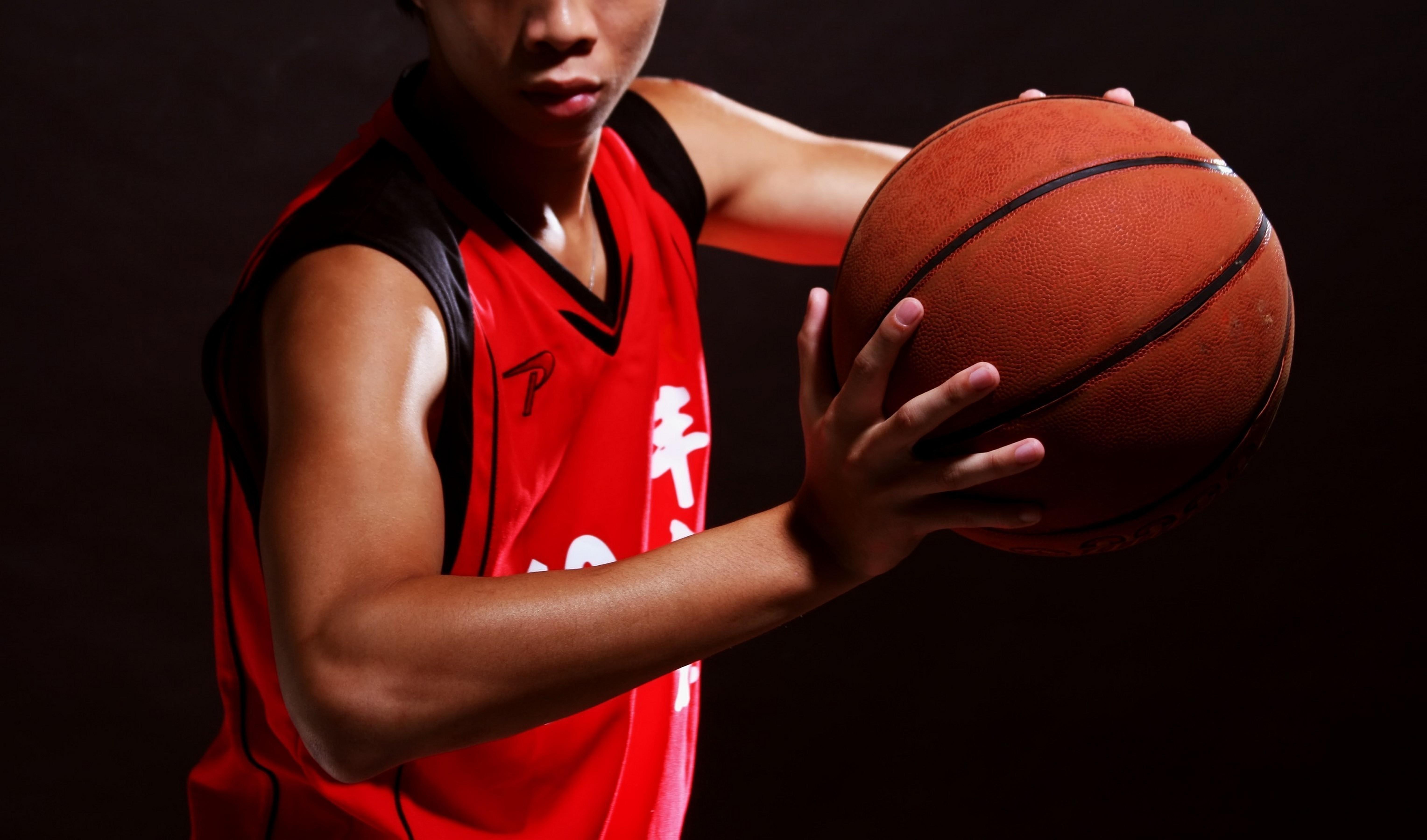 черный парень на баскетболе пожалуйста, какие