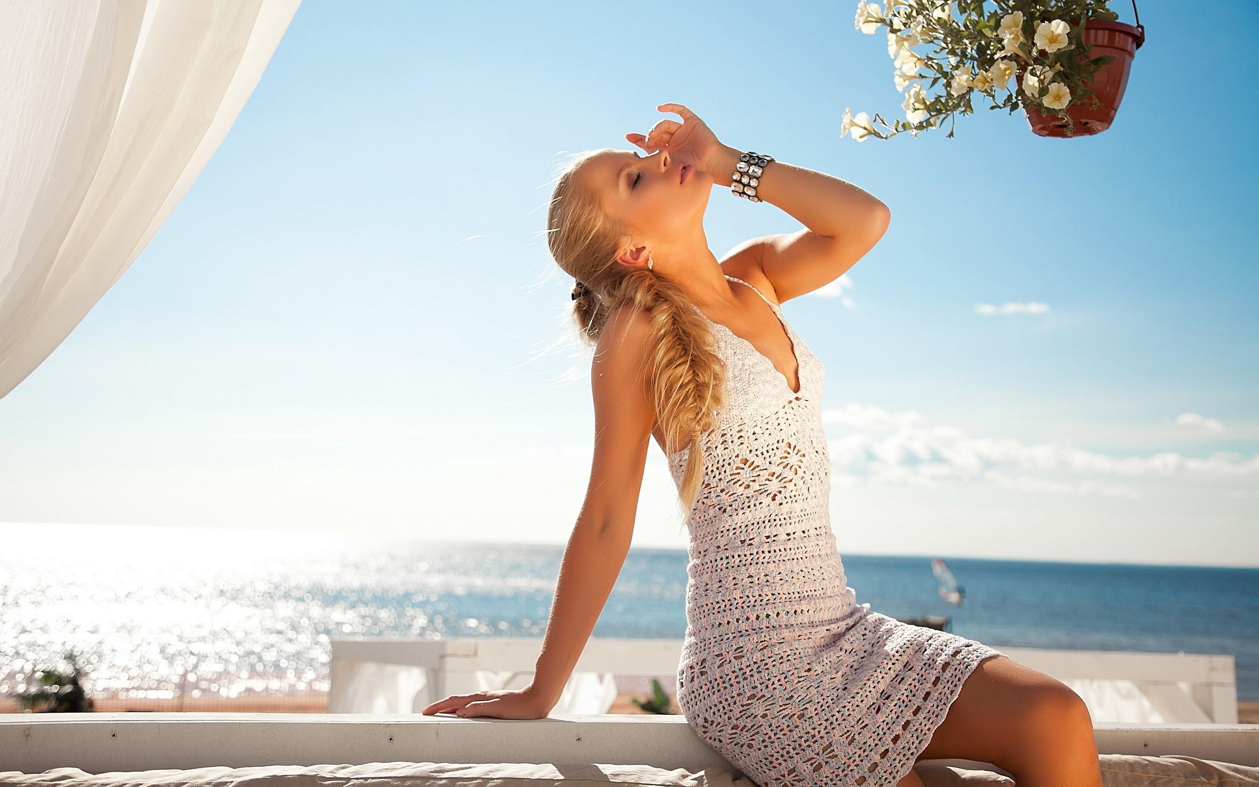 Фото девушек на фоне океана, Фото: Девушка на фоне океана 7 фотография