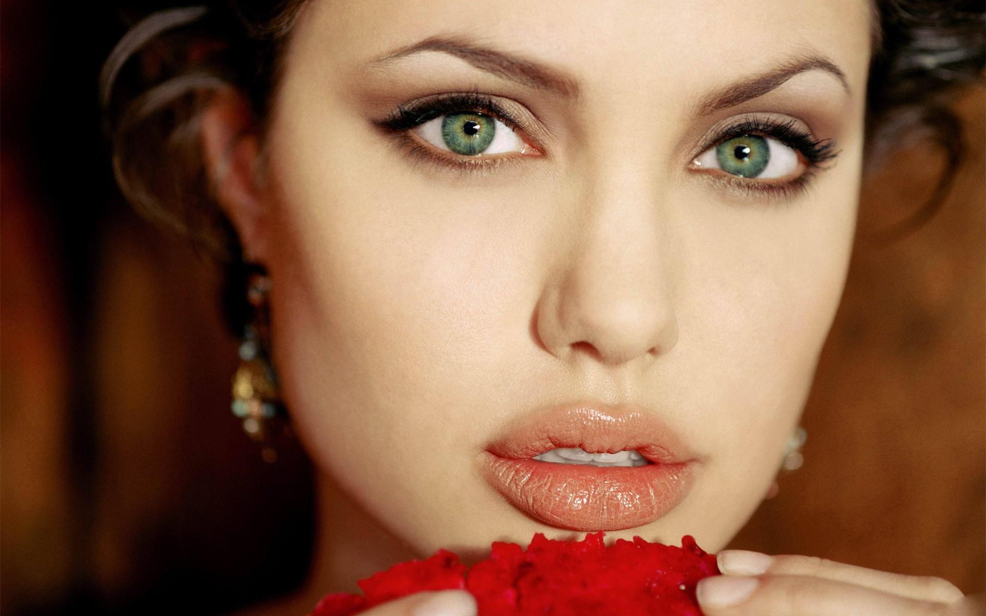 foto-krasivih-zelenoglazih-aktris-okonchanie-trusiki-foto