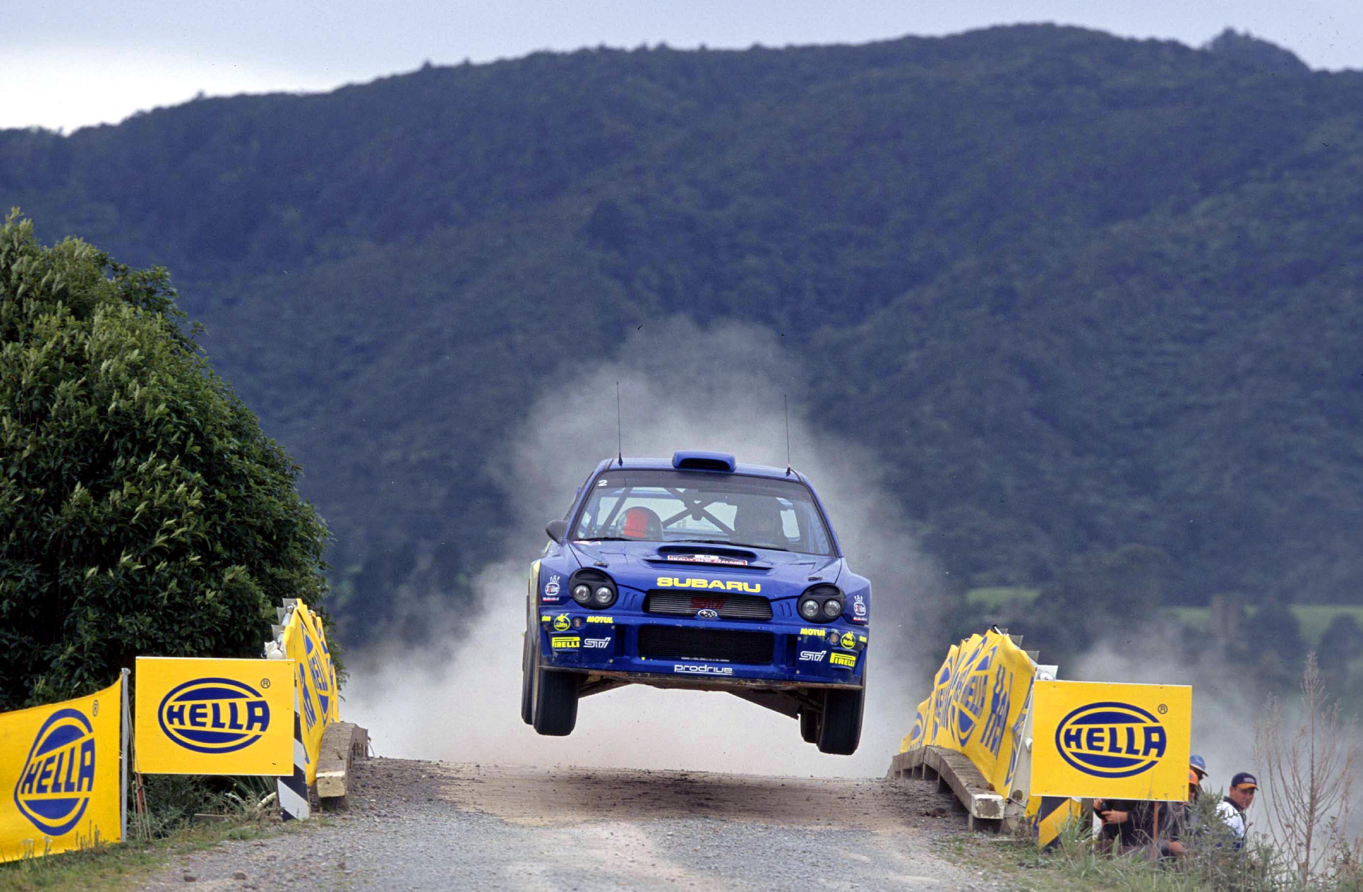 прыжки на автомобилях видео человек утверждает
