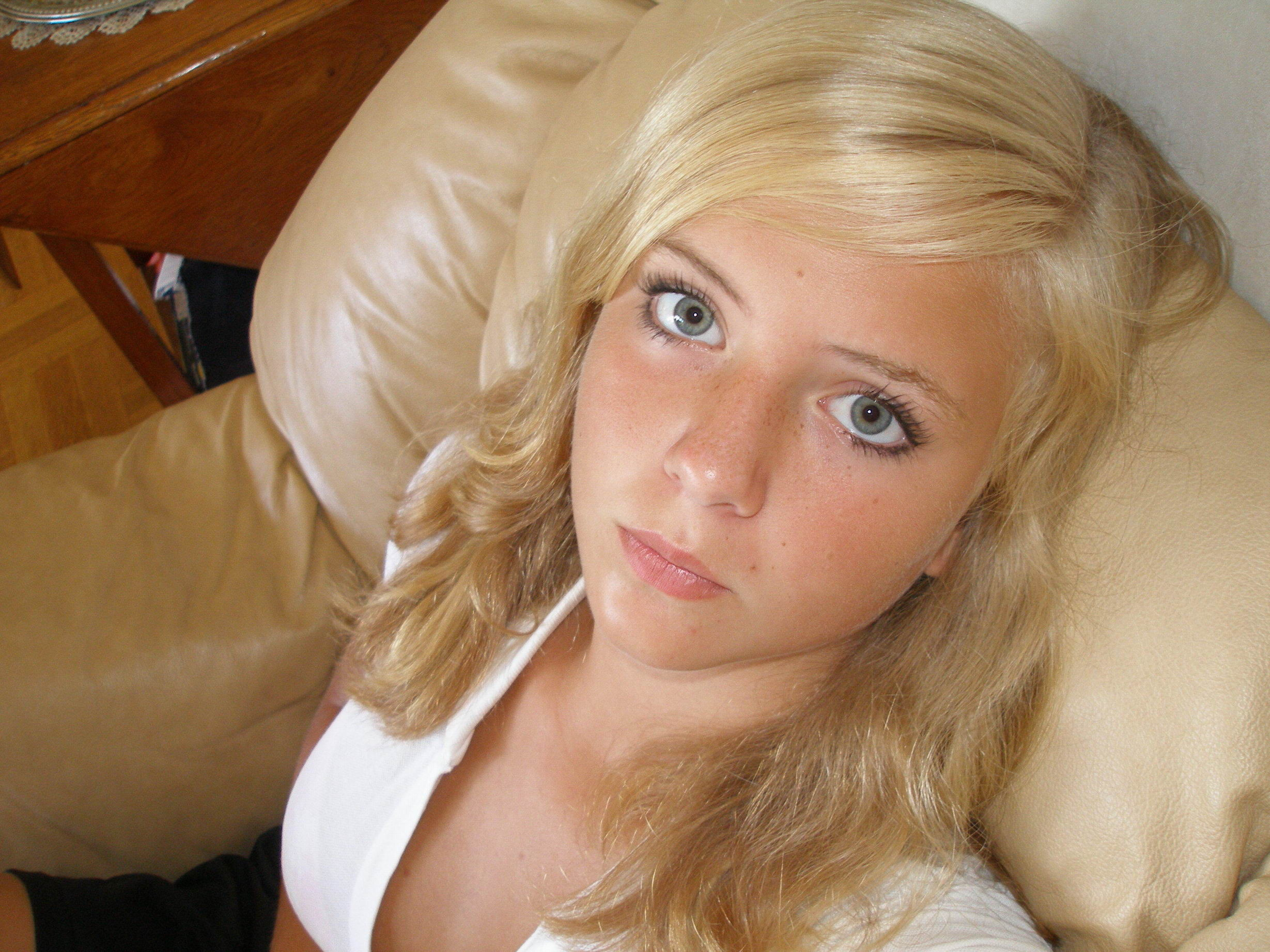Красивую блондинку залили спермой