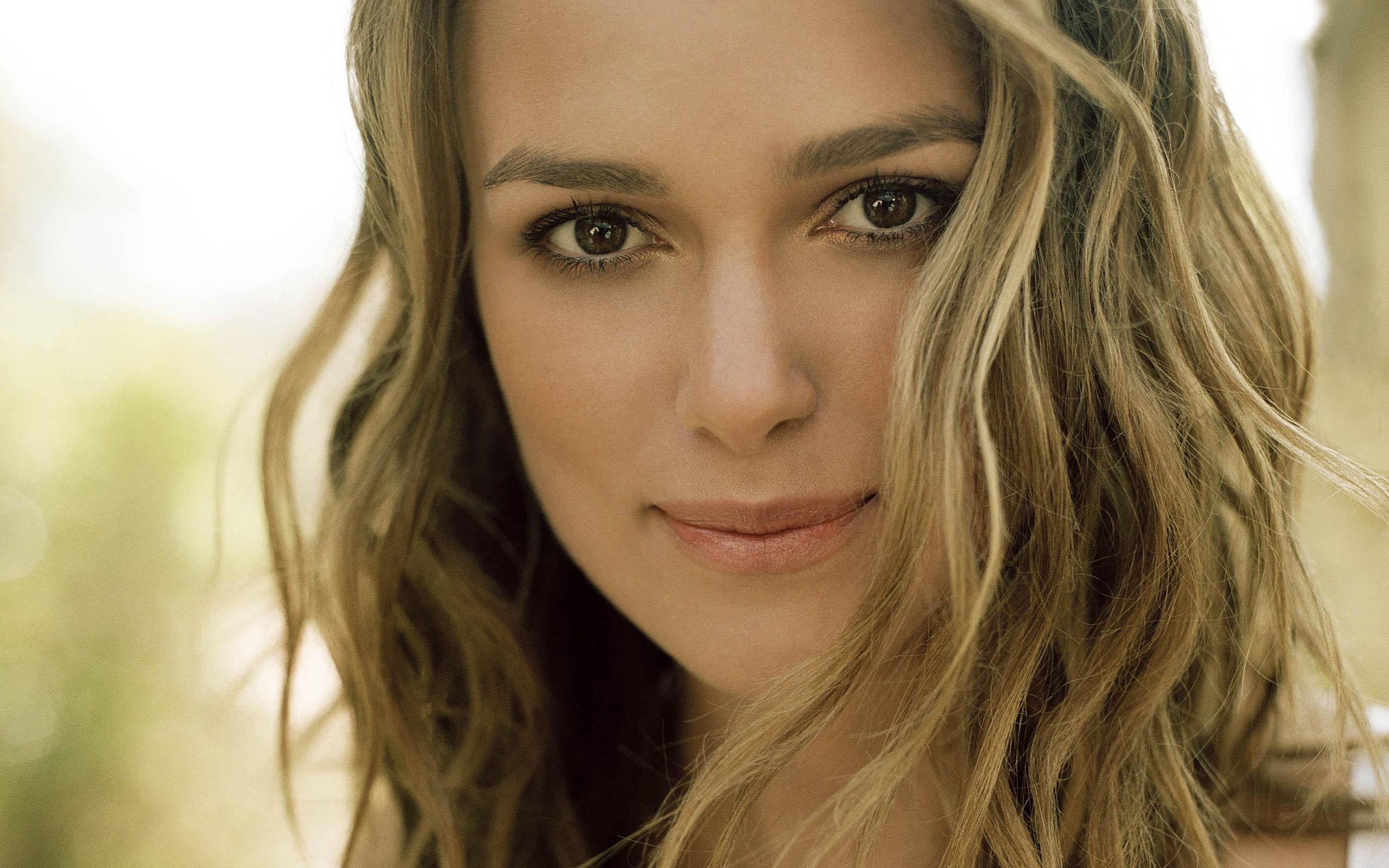 сначала просто знаменитые зарубежные актрисы воспринимаю модель