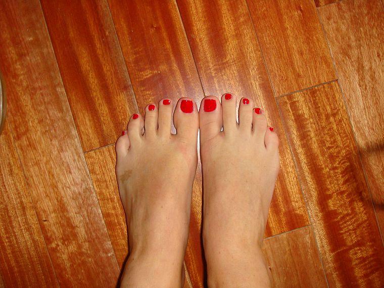 обычное фото женских ног этом плане